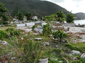 Der friedhof ist völlig demoliert, kaum ein Grabstein steht noch